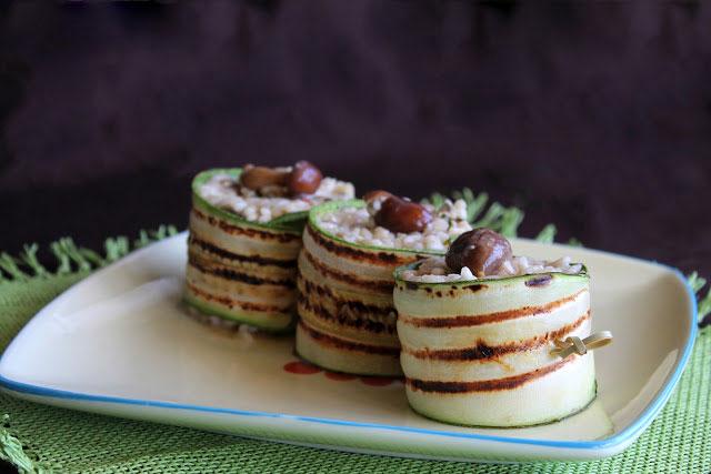 Rotolini di zucchine grigliate con risotto tiepido ai funghi
