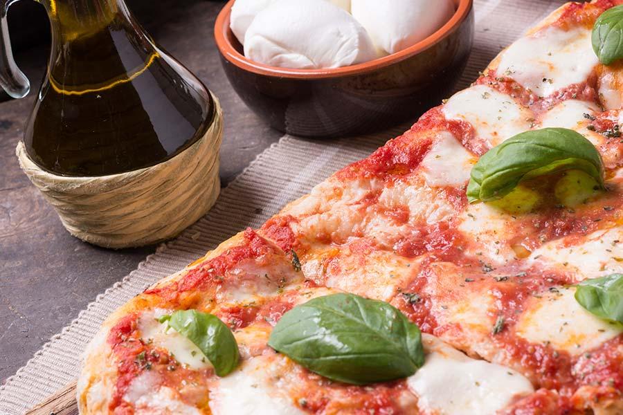 Pizza margherita rettangolare